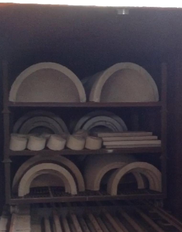 Componenten en koepels die gebakken worden in de oven