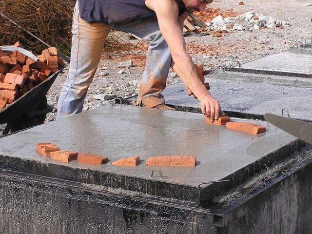 Het bouwen van de basis van de oven