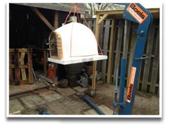 plaatsen van een houtgestookte oven met een werkplaatskraan
